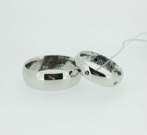 Vestuviniai žiedai Nr. 195 (iš balto aukso, su pirštų anspaudais ir juodais briliantais)