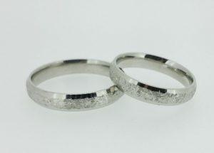 Vestuviniai žiedai Nr. 197 (iš balto, geltono arba raudono aukso, grublėtu viduriu)