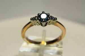Sužadėtuvių žiedas Nr.19 (iš raudono ir balto aukso, su tanzanitu bei briliantais)
