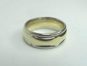 Vestuviniai žiedai Nr.19 (iš balto aukso, su apjuosiančiu dekoru iš geltono aukso)