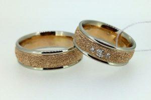 Vestuviniai žiedai Nr.209 (iš rožinio ir balto aukso, faktūriniu paviršiumi)