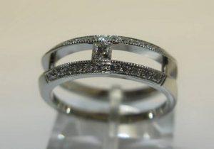 """Sužadėtuvių žiedas Nr.21 (iš balto aukso su kvadratiniu deimantu """"princese"""")"""