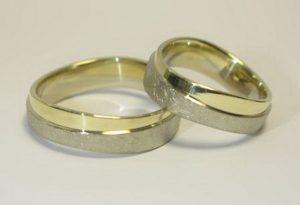 Vestuviniai žiedai Nr.21 (iš geltono arba raudono aukso, apjuosti matiniu baltu auksu)
