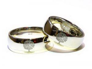Vestuviniai žiedai Nr.220 (platūs, iš geltono ir balto aukso, puošti medžių piešiniu)