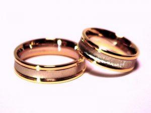 Vestuviniai žiedai Nr.222 (iš rožinio ir balto aukso, išlenktu viduriu)