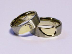Vestuviniai žiedai Nr.228 (iš platinos, inkrustuoti geltonu auksu)