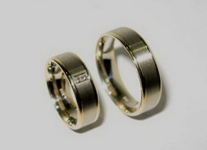 Vestuviniai žiedai Nr.22 (iš balto,raudono,arba geltono aukso,matiniu paviršiumi,puošti brangakmeniais)