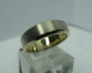 Vestuviniai žiedai Nr.24 (iš dviejų spalvų aukso,matiniu paviršiumi,su poliruotais kraštais)