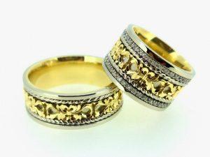 Vestuviniai žiedai Nr.258 (iš dviejų spalvų aukso, puošti ornamentais ir briliantais)