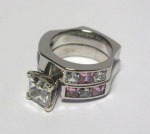 Sužadėtuvių žiedas Nr.25 (iš balto aukso, puoštas spalvotais brangakmeniais)