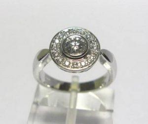 Sužadėtuvių žiedas Nr.27 (iš balto aukso, puoštas brangakmeniais)