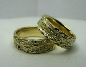Vestuviniai žiedai Nr.27 (masyvūs,iš geltono,balto arba raudono aukso,faktūruotu paviršiumi)