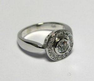 Sužadėtuvių žiedas Nr.28 (iš balto,geltono arba raudono aukso, su briliantais)