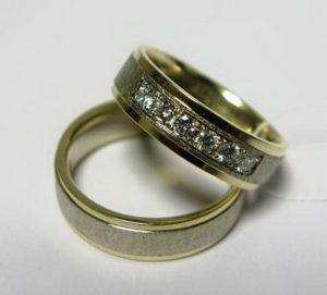 Vestuviniai žiedai Nr.29 (iš dviejų spalvų aukso, matiniu paviršiumi, su briliantais)
