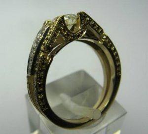 Sužadėtuvių žiedas Nr.2 (iš geltono aukso, puoštas rusvais briliantais)