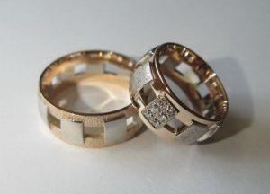 Vestuviniai žiedai Nr.2 ( iš raudono ir balto aukso,su brangakmeniais)