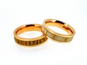 Vestuviniai žiedai Nr.300 (iš aukso, inkrustuoti medžiu)