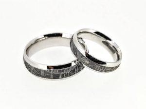 Vestuviniai žiedai Nr.306 (iš aukso, inkrustuoti meteoritu)