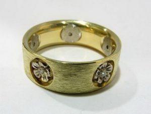 Vestuviniai žiedai Nr.30 (iš pasirinktos spalvos aukso, su reljefiniu piešiniu)