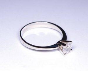 Sužadėtuvių žiedas Nr.32 (iš balto, geltono arba raudono aukso, su briliantu)