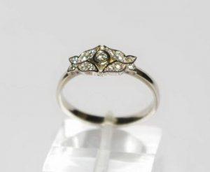 Sužadėtuvių žiedas Nr.35 (iš dviejų spalvų aukso, puoštas brangakmeniais)