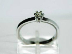 Sužadėtuvių žiedas Nr.36 (klasikinis, iš balto aukso, su briliantu)