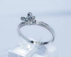 Sužadėtuvių žiedas Nr.37 (iš balto aukso, puoštas akvamarinu ir briliantais)
