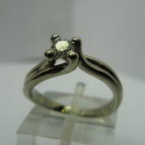 Sužadėtuvių žiedas Nr.3 (iš balto, geltono arba raudono aukso, su briliantu)