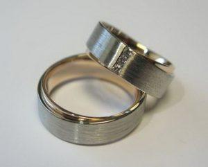 Vestuviniai žiedai Nr.42 (iš skirtingų aukso spalvų vidaus ir išorės)
