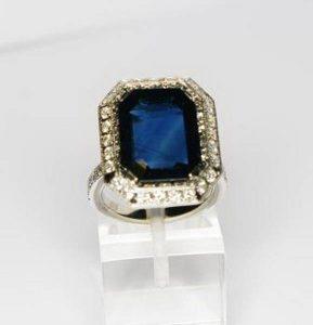 Sužadėtuvių žiedas Nr.43 (iš balto aukso, su safyru ir briliantais)