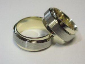 Vestuviniai žiedai Nr.44 (platūs, iš blizgaus ir matinio dviejų spalvų aukso)