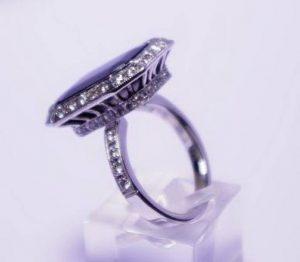 Sužadėtuvių žiedas Nr.45 (iš balto aukso, puoštas brangakmeniais)