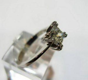 """Sužadėtuvių žiedas Nr.48 (iš balto aukso, su kvadratiniu deimantu """"princese"""")"""