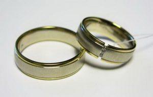 Vestuviniai žiedai Nr.48 (iš balto ir geltono aukso,mot.-puoštas brangakmeniais)