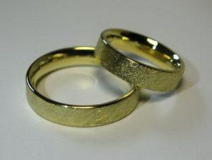 Vestuviniai žiedai Nr.55 (iš geltono, balto arba raudono aukso, nelygiu paviršiumi)
