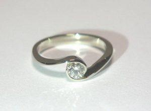 Sužadėtuvių žiedas Nr.56 (iš balto, geltono arba raudono aukso, su briliantu)