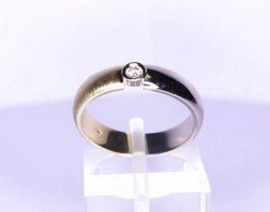Sužadėtuvių žiedas Nr.5 (iš balto aukso, puoštas brangakmeniais)