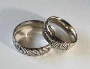 Vestuviniai žiedai Nr.5 ( iš balto aukso su pirštų antspaudais)