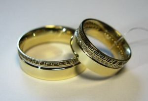 Vestuviniai žiedai Nr.60 (iš geltono ir balto aukso, su graikišku raštu)