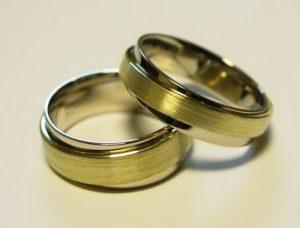 Vestuviniai žiedai Nr.67 (iš balto aukso, apjuosti geltonu, matintu auksu)