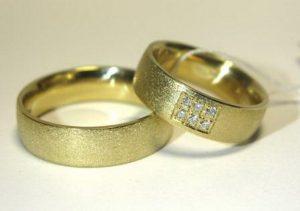 Vestuviniai žiedai Nr.71 (iš geltono arba raudono aukso, matiniu paviršiumi, puošti akmenimis)