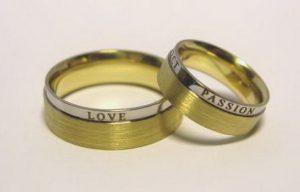 Vestuviniai žiedai Nr.73 (iš geltono ir balto aukso, su užrašais)