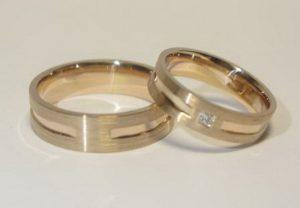 Vestuviniai žiedai Nr.78 (iš raudono aukso, matiniai, mot.-su briliantu)