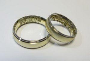 Vestuviniai žiedai Nr.7 ( iš geltono ir balto aukso su pirštų antspaudais)