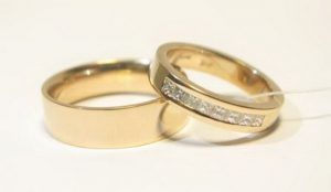 Vestuviniai žiedai Nr.81(iš raudono aukso, mot.-puoštas akmenimis)