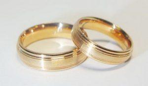 Vestuviniai žiedai Nr.82 (klasikiniai iš raudono aukso, dekoruotais kraštais)