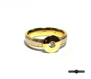 Sužadėtuvių žiedas Nr.83 (modernus, iš geltono ir balto aukso, su briliantu)