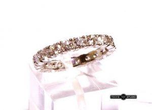 Sužadėtuvių žiedas Nr.86 (siauras, iš balto aukso, su briliantais per visą diametrą)