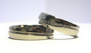 Vestuviniai žiedai Nr.92 (klasikiniai, iš balto aukso, su įgilinta linija)