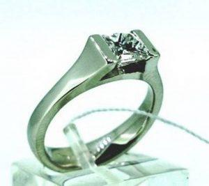 """Sužadėtuvių žiedas Nr.94 (iš balto aukso, su kvadratiniu deimantu """"princese"""")"""